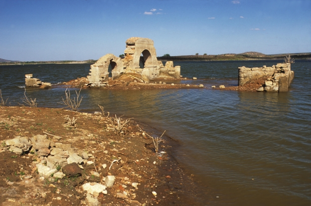 Vista das ruínas da igreja de Canudos LUCIANO ANDRADE/AE