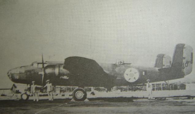 Avião B-25 da FAB, que partiu de Fortaleza e atacou um submarino inimigo - Fonte - http://moraisvinna.blogspot.com.br/2012/05/ha-70-anos-o-fortaleza-entrava-em.html