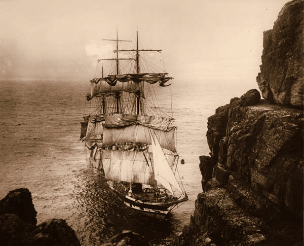 O barco britânico Cromdale bateu nas rochas em meio a névoa espessa em 1913. Transportava uma carga de nitrato do Chile.