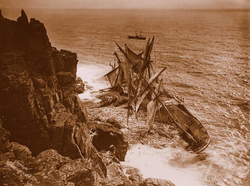 A Barca Hansey naufragou em 13 de novembro de 1911. Você pode ver claramente a navios de carga de madeira muito do que foi recuperada e usada localmente.