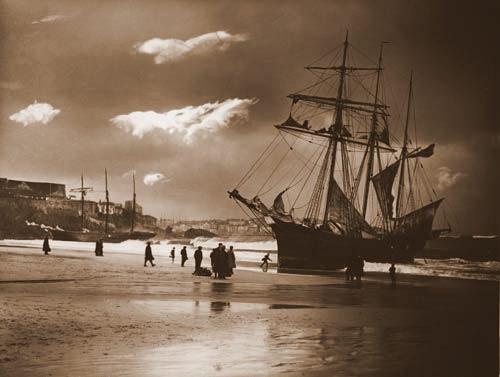 A escunas Mary Barrow e Lizzie R Wilce encalharam  durante uma tempestade em janeiro de 1908. Ambos os navios estavam transportando carvão e conseguiram voltar a navegar.