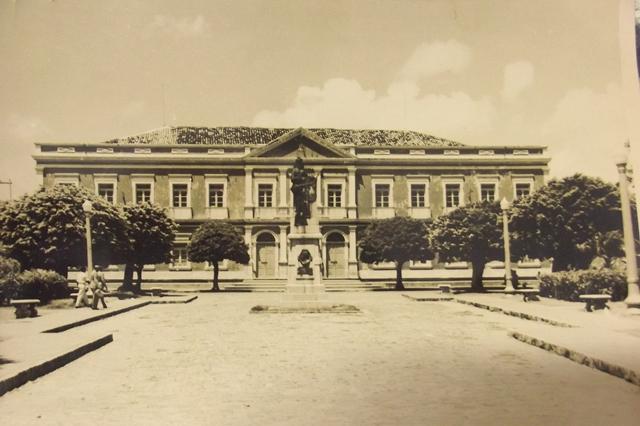 Palácio do Governo do Estado do Rio Grande do Norte e Praça 7 de setembro, local da concentração contra os nazifascistas - Foto - Coleção do autor