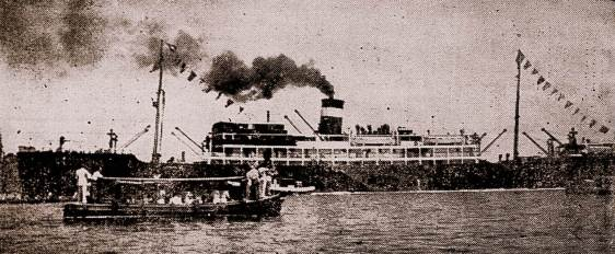 O Araraquara, outro dos navios afundados pelo submarino alemão U-507, comandados pelo Korverttenkapitan Harro Schacht, que motivaram a declaração de guerra do Brasil - Foto - Coleção do autor