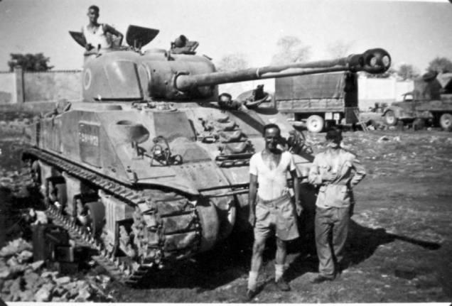 Seria este o tanque M-4 Sherman surrupiado pelos brasileiros, para dar o troco aos americanos?