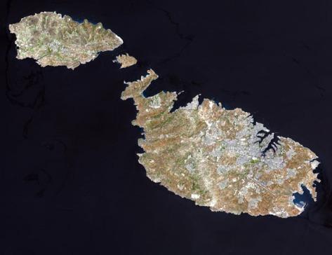 Foto de satélite mostrando as ilhas de Gozo, Comino (a menor) e Malta ( a maior) - Fonte - odysseyadventures.ca