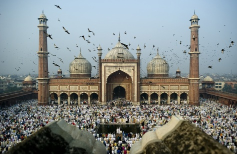 Muçulmanos hindus na festa do Eid al-Adha em Nova Deli - Fonte - blogs.sacbee.com