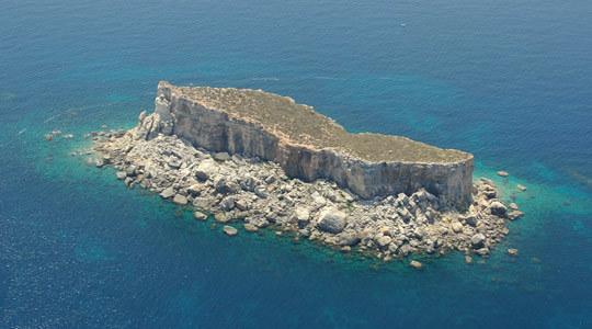 Ilha de Filfla, onde em suas proximidades a HSL 129 onde estava Tom Griffith foi atacada pelos caças alemães.