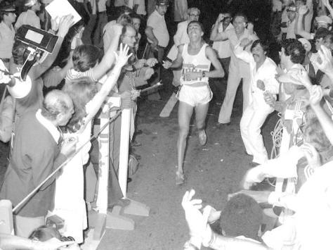 Em 1980, depois de 34 anos sem um brasileiro vencer a Corrida Internacional de Sáo Silvestre, o entao garcon Jose Joao da Silva, pernambucano da cidade de Bezerros, quebrou o jejum de vitõrias.