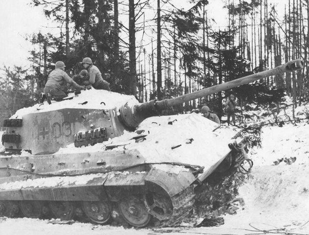 Tanque alemão destruido pelos americanos na batalha