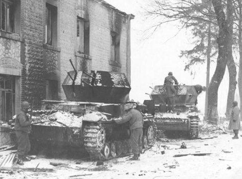 Blindados anti aéreos alemães destruídos pelos americanos.