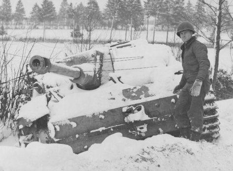 Blindado alemão destruído.