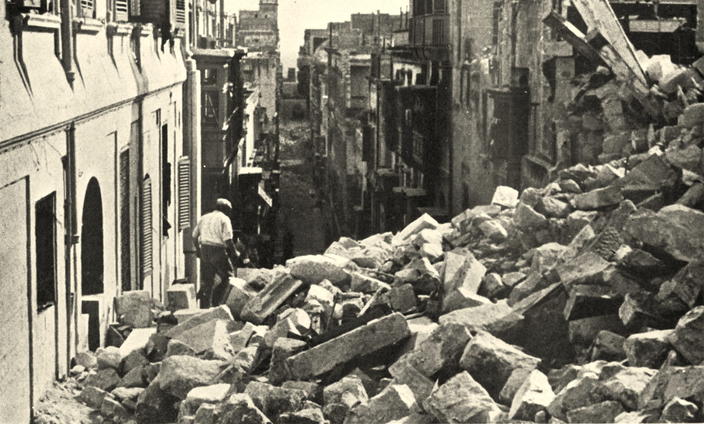 Aspecto do resultado dos bombardeios em Valletta, capital de Malta