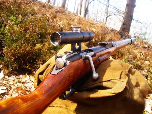 Rifle M1891/30 Mosin Nagant, de 7,62 mm, similar ao utilizado pela atiradora de elite
