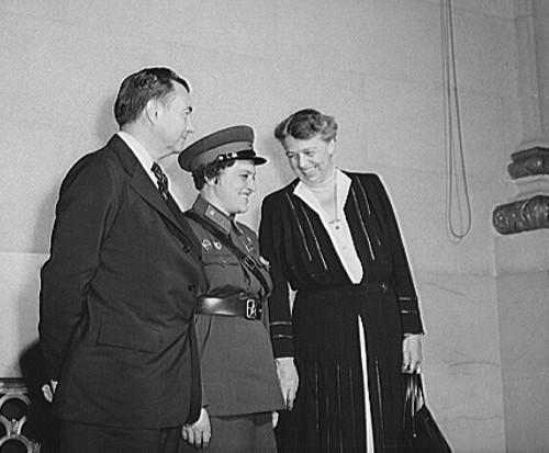 Lyudmila com a Primeira Dama dos Estados Unidos, a Sra. Eleanor Roosevelt