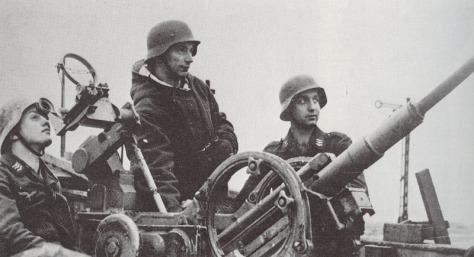 A artilharia anti aérea alemã na Segunda Guerra Mundial utilizou muitos jovens como estes na foto