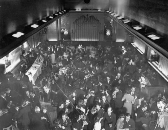 Foto original do The Embassy Club, na Bond Street, Londres, no período da II Guerra