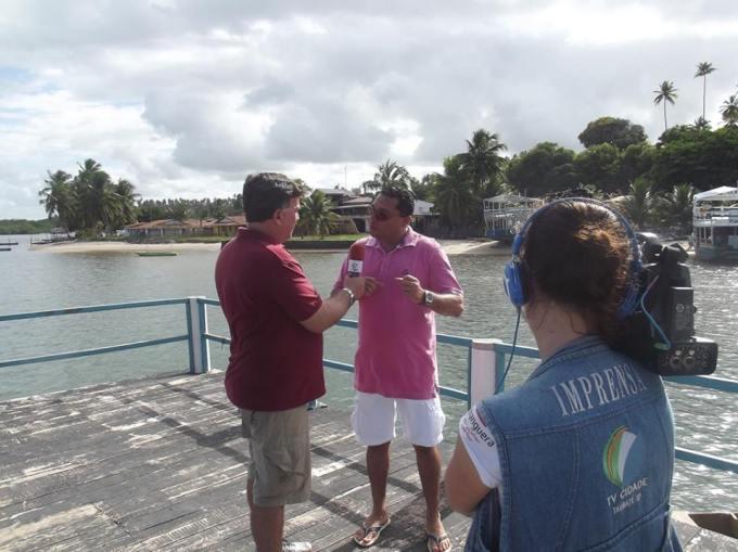 Com o empresário e amigo Zequinha, proprietário da empresa NaturezaTUR. Desde 1998, de maneira bastante equilibrada, a sua empresa desenvolve a visitação turística em Barra de Cunhaú com muito sucesso. Fomos ali recebidos maravilhosamente. — em Barra De Cunhaú/RN.