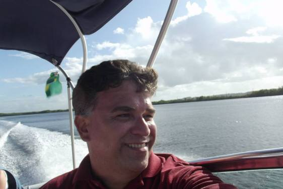 De lancha em Barra de Cunhaú.