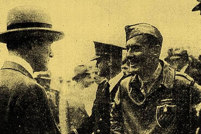 O coronel Robert Olds