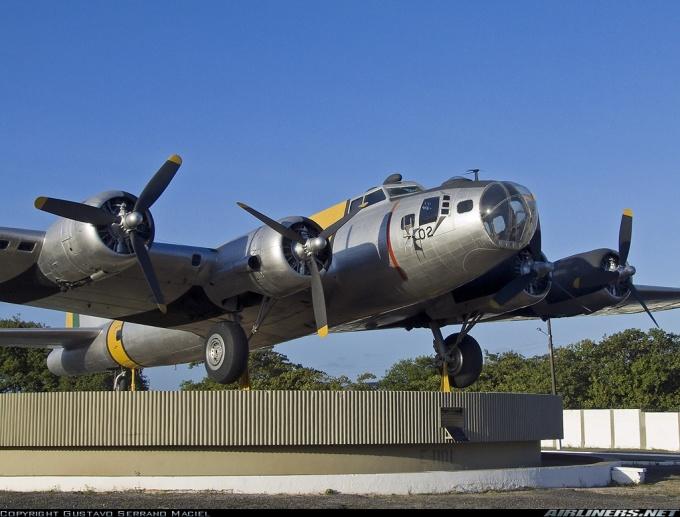 B-17 da Base Aérea de Recife - Fonte - http://culturaaeronautica.blogspot.com.br/2010/12/o-boeing-b-17-na-forca-aerea-brasileira.html