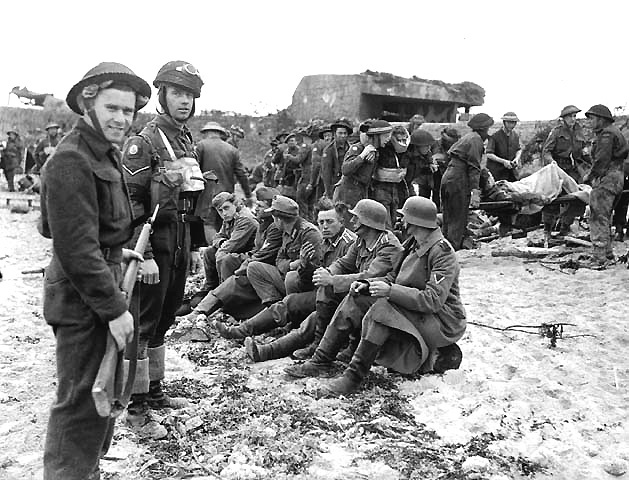 berniers-sur-mer-german-prisoners-guarded-by-canadian-troops-on-juno-beach-on-d-day-6-june-1944