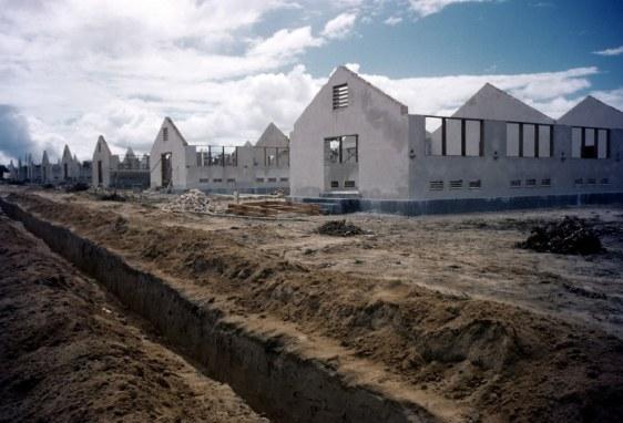 Construção de alojamentos - Fonte - Ivan Dmitri/Michael Ochs Archives / Getty Images, via - http://www.buzzfeed.com
