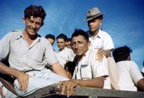 Trabalhadores brasileiros em Parnamirim Field - Fonte - Ivan Dmitri/Michael Ochs Archives / Getty Images, via - http://www.buzzfeed.com