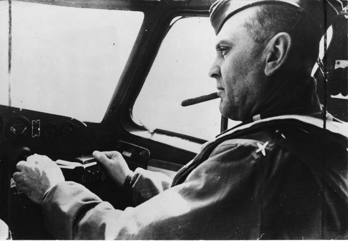 General Ira C. Eacker, comandante da 8th Air Force, a grande força de bombardeiros americanos baseados na Inglaterra durante a II Guerra, era um dos membros da esquadrilha Dargue e esteve em Natal em 1927