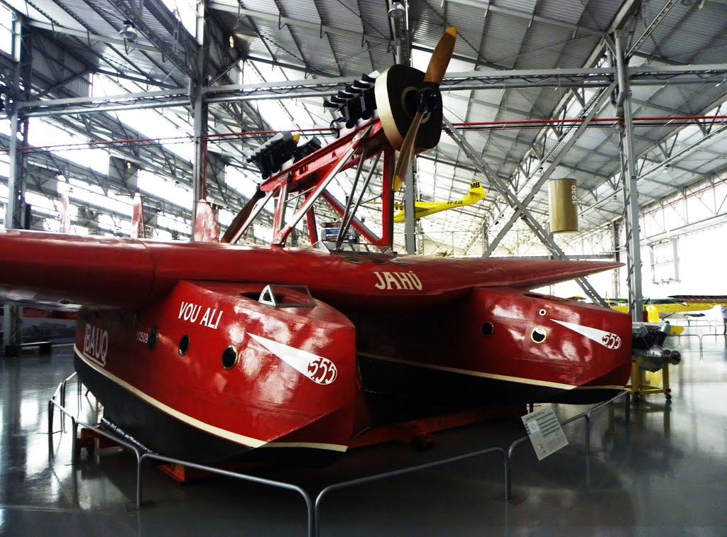 """O """"Jahú"""", um hidroavião Savoia-Marchetti S.55, o último de seu modelo no mundo, atualmente se encontra no Museu de aviação da TAM, em São Carlos, São Paulo – Fonte - http://www.panomario.com"""