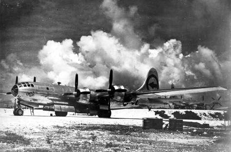 """Boeing B-29 """"Enola Gay"""" em Tinian - Crédito Força Aérea dos EUA, via Agence France-Press - Getty Images"""