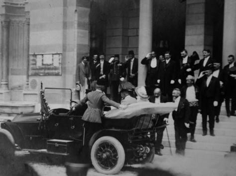 Pouco antes da saída do carro levando os nobres austro-húngaros