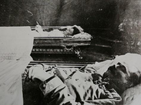 Os nobres austro-húngaros em seus respectivos caixões