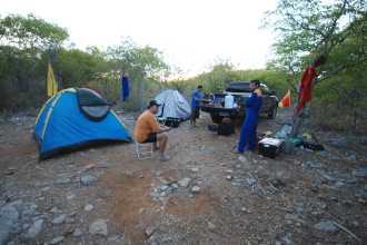 Para conhecer as cavernas de Felipe Guerra, muitas vezes devido a localização, só acampando para facilitar. Foto - Solon R. A. Netto