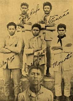 """Outra foto dos cangaceiro na reportagem de """"O Malho"""" de dezembro de 1928"""
