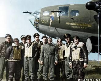 """- O conhecido B-17 batizado como """"MEMPHIS BELLE"""". Tema de filme hollywoodiano, pertenceu a Oitava Força Aérea, tinha base na Inglaterra e após completar 25 missões de combate voltou para os Estados Unidos."""