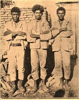 """Em outra reportagem de """"O Malho"""" vemos, da esq. para dir. os cangaceiros Cobra Verde, Cocada e Recruta em 1929"""