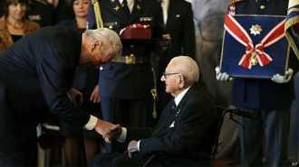 Nicholas Winton recebeu a mais alta honraria da República Tcheca: a Ordem do Leão Branco - BBC