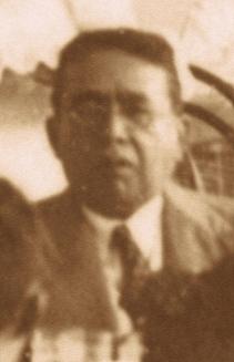 Henrique Castriciano de Souza em um flagrante no almoço oferecido em honra a Rafael Fernandes, na antiga Escola Doméstica na década de 1930