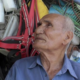 Aos 87, poeta tratava câncer no esôfago - Fonte - http://www.opovo.com.br/app/fortaleza/2014/11/22/noticiafortaleza,3351903/morre-poeta-e-personagem-cearense-seu-lunga.shtml