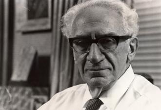 Immanuel Velikovsky foi um psiquiatra russo-judeu, mais conhecido como o autor de uma série de livros controversos que reinterpretam acontecimentos da história antiga, em particular o livro Mundos em Colisão, publicado em 1950 - Fonte - www.velikovsky.de