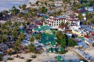 Hotéis tailandeses destruídos após os tsunamis de 2004 - Fonte - article.wn.com