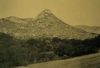 Vista a distância o canteiro de obras de gargalheira em 1922.