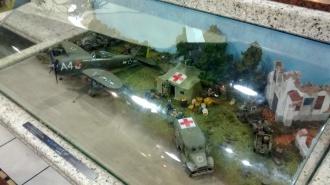 Um diorama mostrando um P-47 do 1o Grupo de Aviação de Caça da FAB na Itália