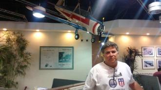 A camisa mostrou o entusiasta pela aviação.