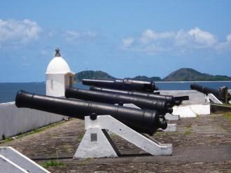 Os canhões do forte de Paranaguá - Fonte - www.panoramio.com