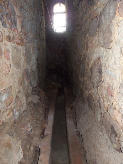 Canaleta contígua ao cárcere / Divulgação