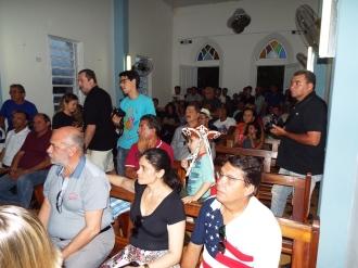Público presente na igreja de Nazaré