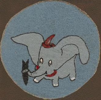 Símbolo do VP-211\VPB-211, baseado no personagem Dumbo, de Walt Disney.