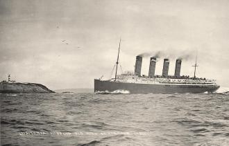 O Lusitânia navegando na mesma área onde seria afundado em 1915