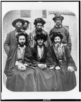 Ashkenazim  (Judeus alemães)  em 1876. O termo Ashkenazi geralmente se refere aos judeus da Europa Oriental - Fonte - http://www.israeldailypicture.com/2011/09/who-is-jew-more-than-100-years-ago-in.html